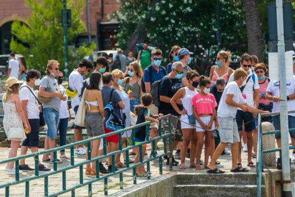 Santa,Margherita,Ligure,,Italy.,August,16,,2020:,Crowd,Of,Tourists