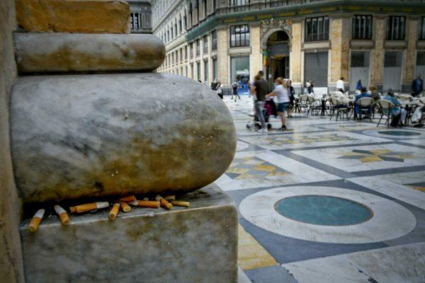 Cicche di sigarette lasciate tra le pieghe di un fregio in galleria Umberto a Napoli . Venerdì 31 maggio si celebra la giornata mondiale contro il tabacco e contro l'inquinamento provocato dal fumo e dai mozziconi abbandonati in strada, sulle spiagge ed in mare. 29 maggio 2019ANSA / CIRO FUSCO