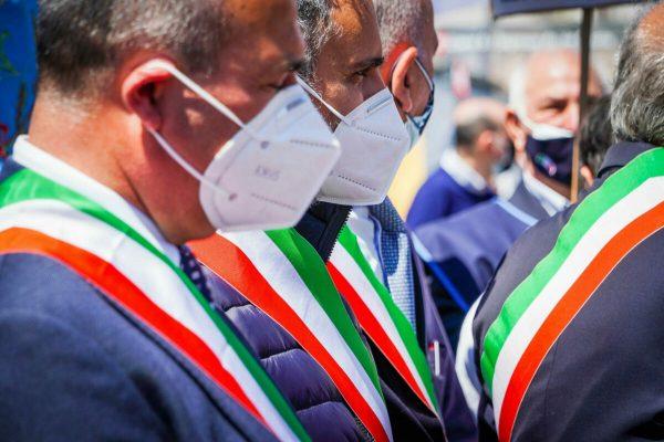 Sit in Recovery Sud di sindaci del Sud in Piazza Plebiscito. Napoli 25 Aprile 2021 ANSA/CESARE ABBATE/