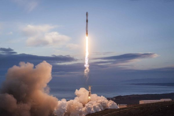 January 11, 2019 - Lompoc, CA, United States of America - A SpaceX Falcon 9 rocket carrying 10 Iridium NEXT satellites, on mission Iridium-8 blasts off from Space Launch Complex 4E at Vandenberg Air Force Base January 11, 2019 in Lompoc, California. The first SpaceX mission for the new year went off without a hitch. (Credit Image: © Spacex via ZUMA Wire)