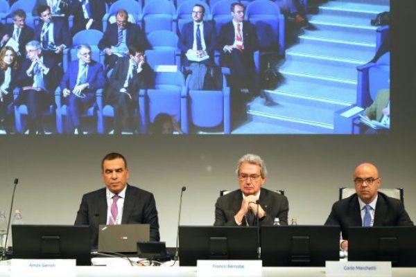 (S-D) L'ad Amos Genish, il vicepresidente Franco Bernabe' e il notaio Carlo Marchetti durante l'assemblea di Tim, Rozzano (Milano), 4 maggio 2018. ANSA/ MATTEO BAZZI