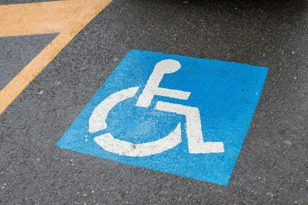 trasporti parcheggio disabili strisce gialle