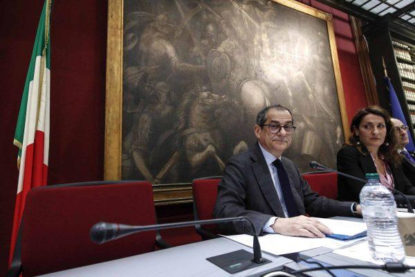 Il ministro dell'Economia Giovanni Tria durante l'audizione davanti alle commisioni Finanze di Camera e Senato sul caso Carige, Roma 17 gennaio 2019. ANSA/GIUSEPPE LAMI