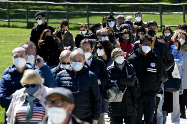 vaccino astrazeneca mascherine pandemia covid coronavirus