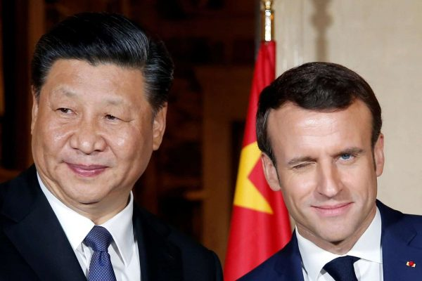 epa07460905 French President Emmanuel Macron (R) welcomes with Chinese President Xi Jinping as he arrives for a dinner at the Villa Kerylos in Beaulieu-sur-Mer, near Nice, France, 24 March 2019. Reports state that Chinese President Xi Jinping begins a three-day state visit to France on the final leg of his European tour. EPA/JEAN-PAUL PELISSIER / POOL MAXPPP OUT